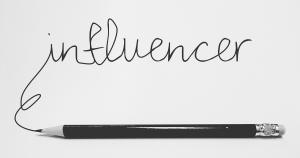 بازاریابی تاثیرگذار که در زبان فارسی از معادل انکلیسی آن یعنی اینفلوئنسر مارکتینگ (Influencer Marketing)